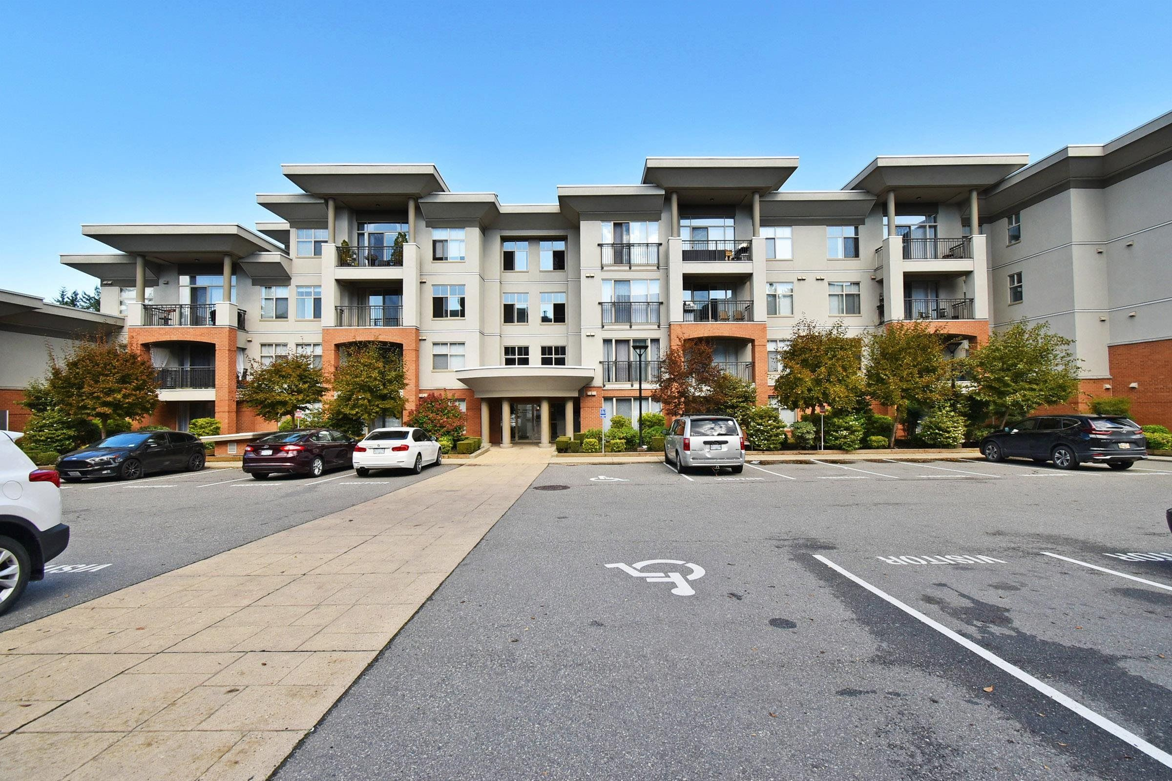 """Main Photo: 215 33546 HOLLAND Avenue in Abbotsford: Central Abbotsford Condo for sale in """"TEMPO"""" : MLS®# R2623337"""