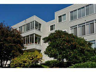 """Photo 2: 305 1354 WINTER Street: White Rock Condo for sale in """"Winter Estates"""" (South Surrey White Rock)  : MLS®# F1448115"""