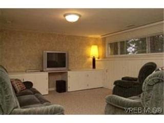 Photo 6: VICTORIA FAMILY HOME = Lambrick Park FAMILY HOME  For Sale SOLD With Ann Watley.