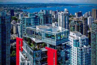 """Photo 1: 3801 1211 MELVILLE Street in Vancouver: Coal Harbour Condo for sale in """"The Ritz"""" (Vancouver West)  : MLS®# R2487231"""
