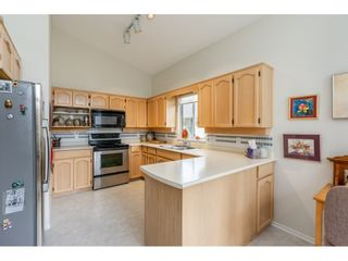 """Photo 10: 98 9012 WALNUT GROVE Drive in Langley: Walnut Grove Townhouse for sale in """"Queen Anne Green"""" : MLS®# R2456444"""