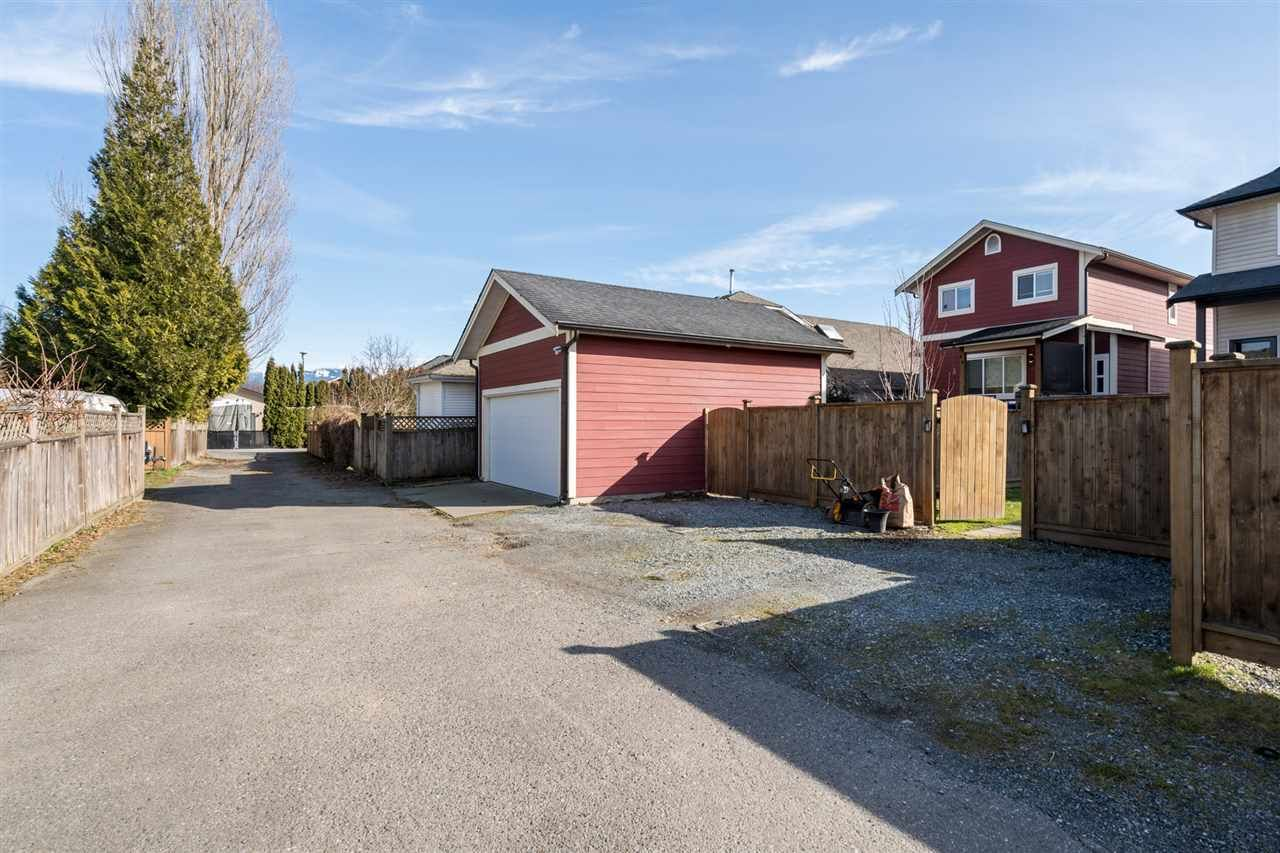 """Photo 32: Photos: 34777 1ST Avenue in Abbotsford: Poplar House for sale in """"Huntingdon Village"""" : MLS®# R2545017"""