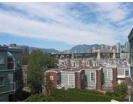 "Main Photo: 1530 MARINERS Walk in Vancouver: False Creek Condo for sale in ""MARINERS POINT"" (Vancouver West)  : MLS®# V619520"