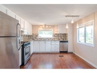 """Photo 5: 79 24330 FRASER Highway in Langley: Otter District Manufactured Home for sale in """"Langley Grove Estates"""" : MLS®# R2390843"""