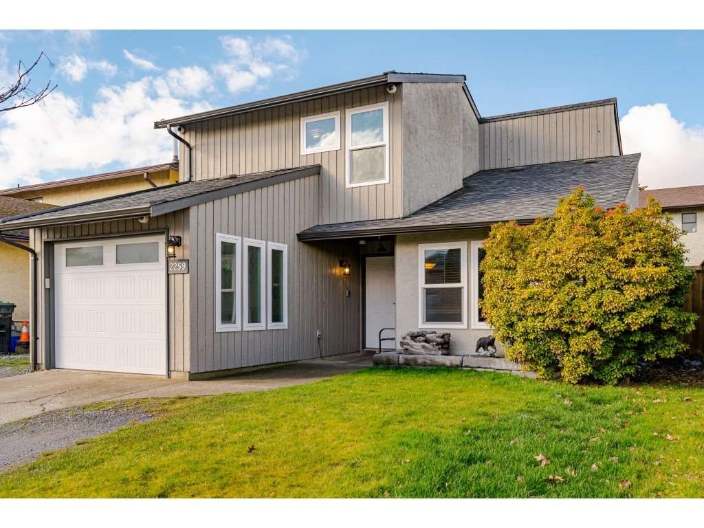 Main Photo: 2259 WILLOUGHBY Way in Langley: Willoughby Heights House for sale : MLS®# R2549864