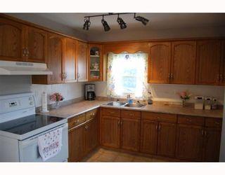 Photo 3: 220 MCKAY Avenue in WINNIPEG: North Kildonan Residential for sale (North East Winnipeg)  : MLS®# 2903104