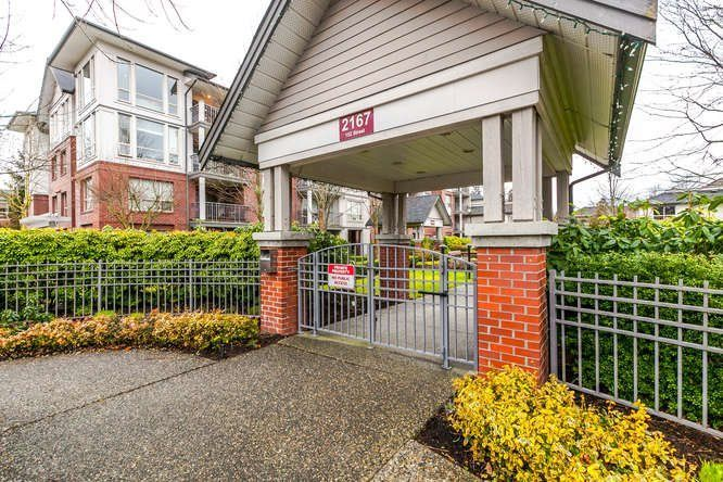 "Main Photo: 402 2167 152 Street in Surrey: Sunnyside Park Surrey Condo for sale in ""Muirfield Gardens"" (South Surrey White Rock)  : MLS®# R2239931"