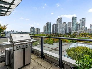 """Photo 7: 801 1383 MARINASIDE Crescent in Vancouver: Yaletown Condo for sale in """"COLUMBUS"""" (Vancouver West)  : MLS®# R2504775"""