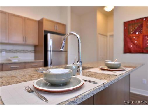 Photo 8: Photos: 103 662 Goldstream Ave in VICTORIA: La Fairway Condo for sale (Langford)  : MLS®# 717329