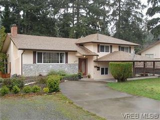 Photo 1: 481 Webb Pl in VICTORIA: Co Wishart South House for sale (Colwood)  : MLS®# 592217