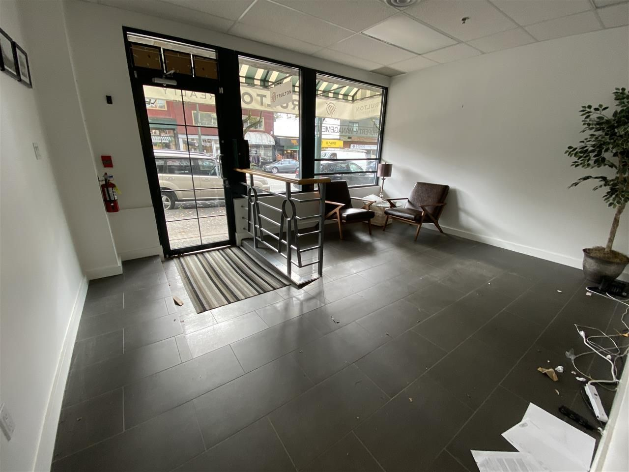 Main Photo: 3615 W 4TH Avenue in Vancouver: Kitsilano Office for sale (Vancouver West)  : MLS®# C8034427