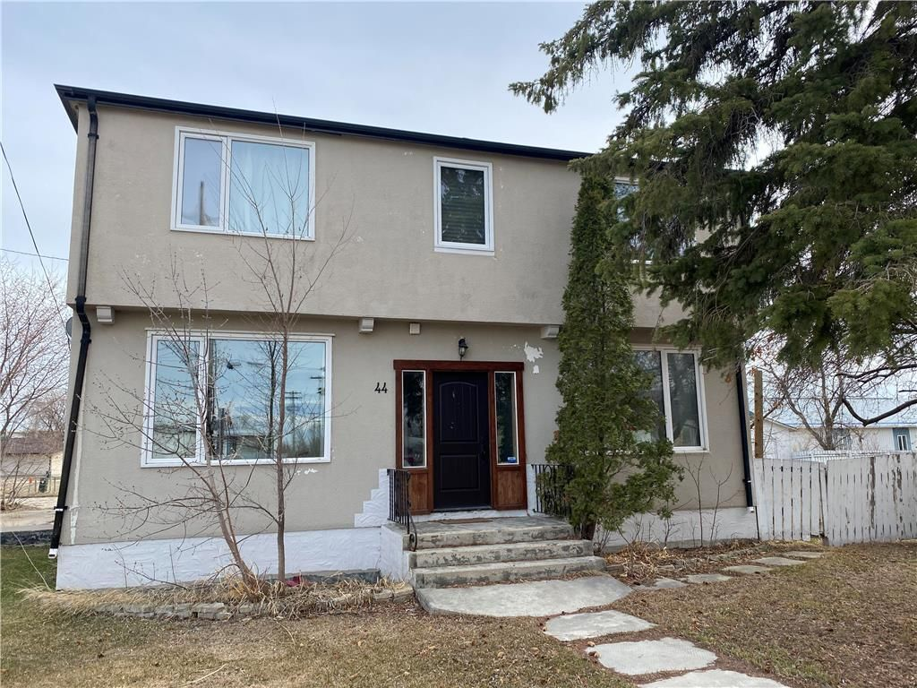 Main Photo: 44 Reggie Leach Drive in Riverton: RM of Bifrost Residential for sale (R19)  : MLS®# 202110514