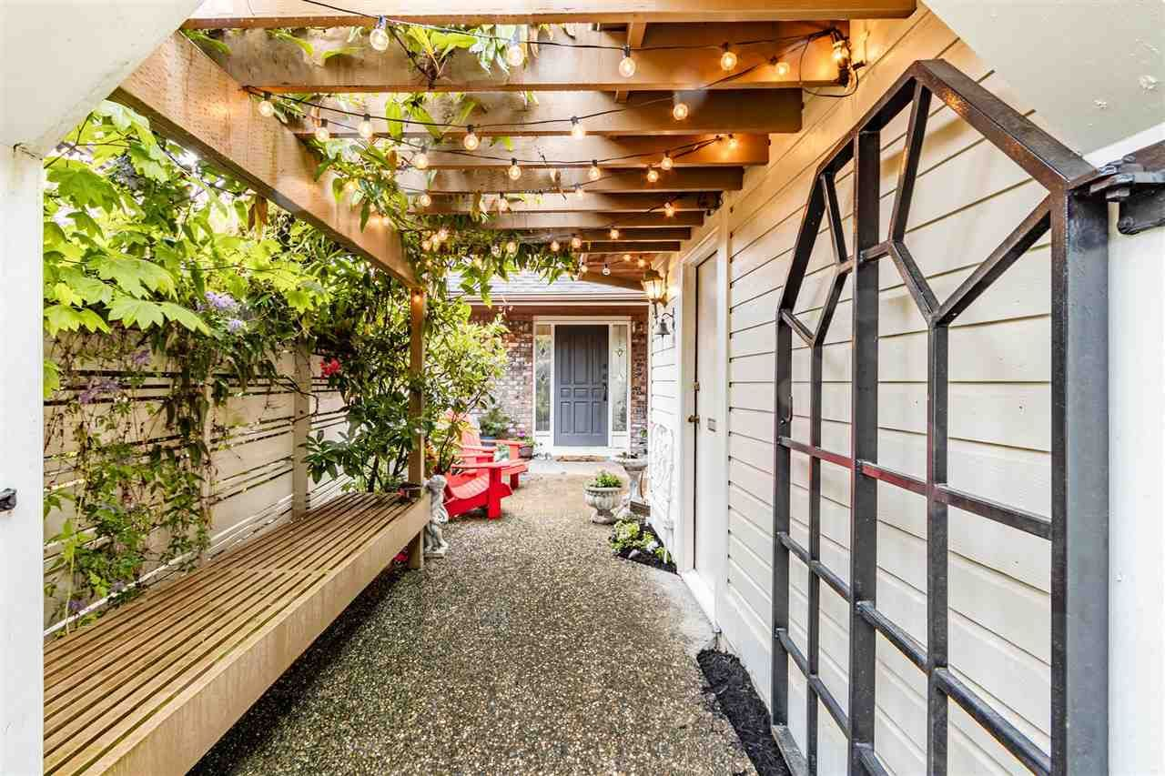 """Main Photo: 2 1872 SOUTHMERE Crescent in Surrey: Sunnyside Park Surrey Townhouse for sale in """"South Pointe on the Park"""" (South Surrey White Rock)  : MLS®# R2584031"""