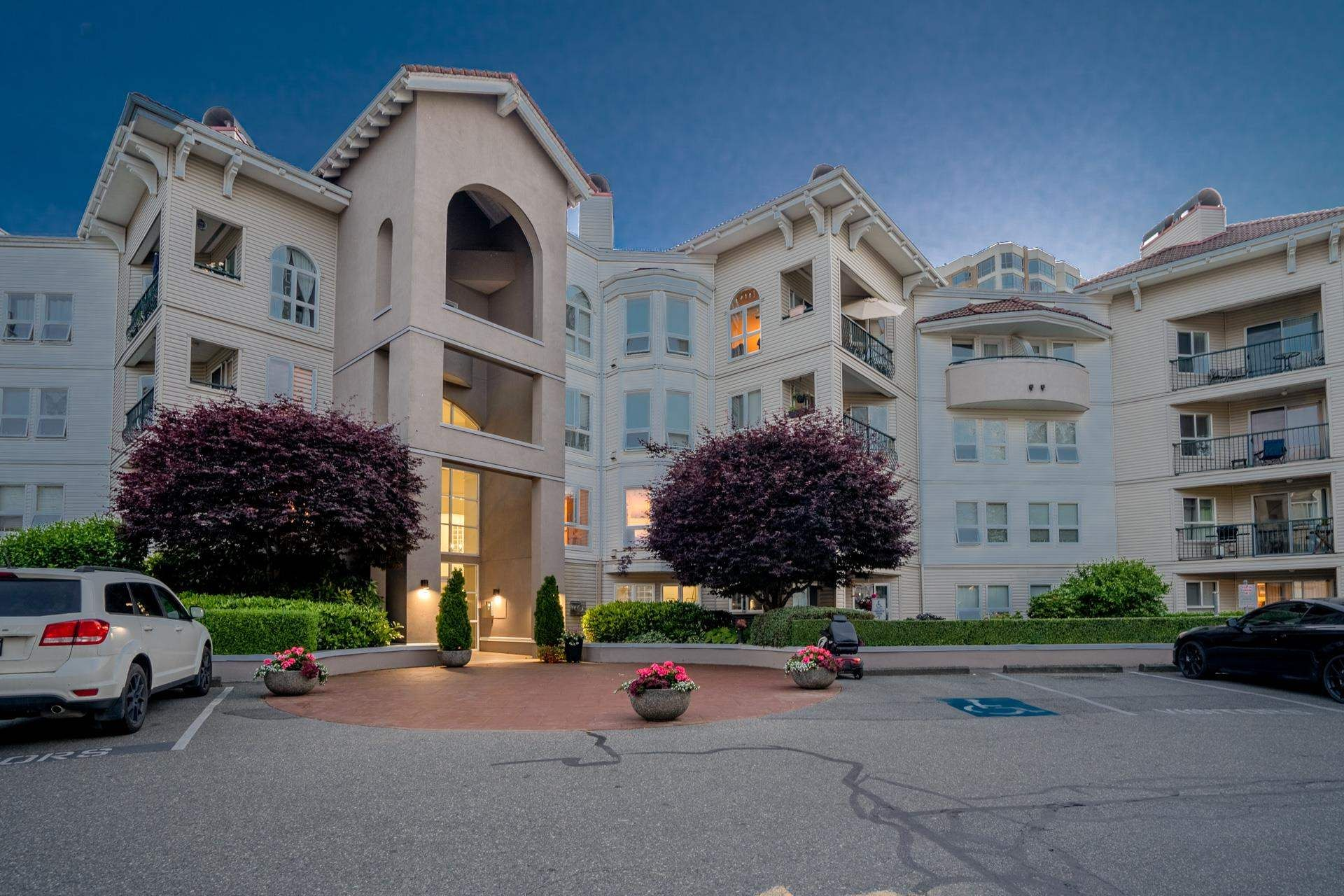"""Main Photo: 102 3172 GLADWIN Road in Abbotsford: Central Abbotsford Condo for sale in """"Regency Park"""" : MLS®# R2595337"""