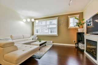 Photo 2: 69 16355 82 AVENUE in Surrey: Fleetwood Tynehead Townhouse for sale : MLS®# R2405738