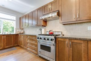 """Photo 13: 32 15454 32 Avenue in Surrey: Grandview Surrey Townhouse for sale in """"Nuvo"""" (South Surrey White Rock)  : MLS®# R2454547"""