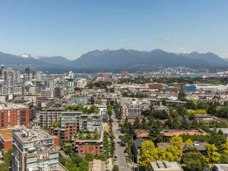 """Photo 5: 2205 285 E 10TH Avenue in Vancouver: Mount Pleasant VE Condo for sale in """"The Independent"""" (Vancouver East)  : MLS®# R2599683"""