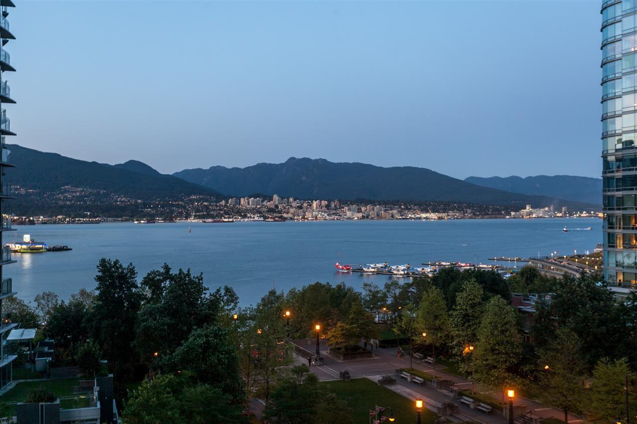 """Main Photo: 904 1205 W HASTINGS Street in Vancouver: Coal Harbour Condo for sale in """"CIELO"""" (Vancouver West)  : MLS®# R2202374"""