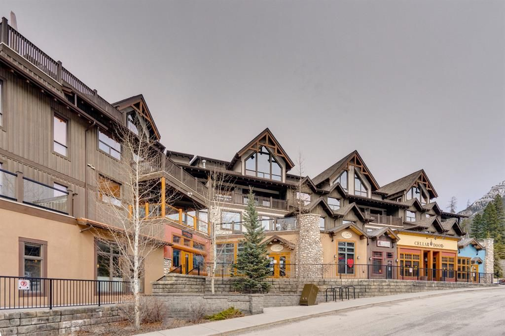 Main Photo: 202 701 Benchlands Trail: Canmore Apartment for sale : MLS®# A1084279
