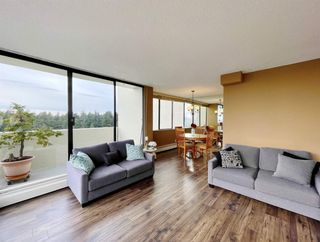 """Photo 6: 1904 4300 MAYBERRY Street in Burnaby: Metrotown Condo for sale in """"Times Square"""" (Burnaby South)  : MLS®# R2526993"""