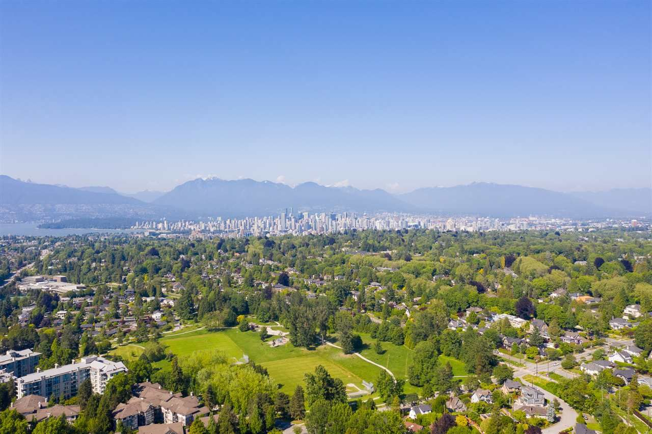 Main Photo: 1963 W 35TH Avenue in Vancouver: Quilchena House for sale (Vancouver West)  : MLS®# R2429211