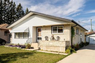 Photo 3: 821 Ashton Avenue in Beausejour: House for sale : MLS®# 202124144