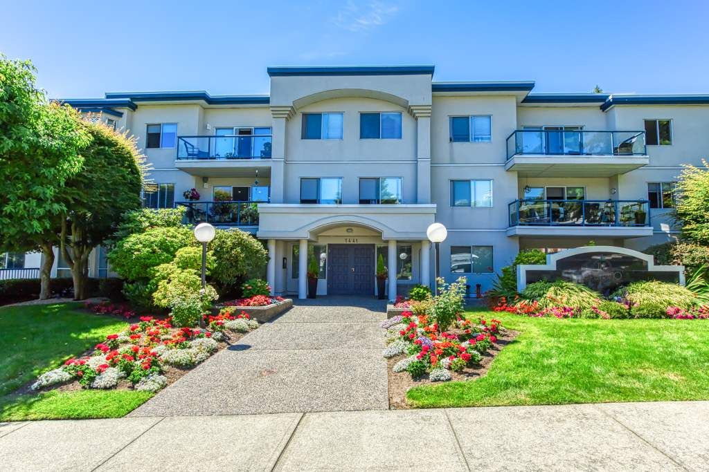 "Main Photo: 302 1441 BLACKWOOD Street in Surrey: White Rock Condo for sale in ""The Capistrano"" (South Surrey White Rock)  : MLS®# R2481015"