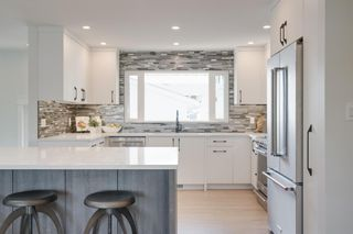 Photo 5: 10815 Maplecreek Drive SE in Calgary: Maple Ridge Detached for sale : MLS®# A1038611