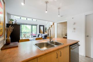 """Photo 5: 518 22 E CORDOVA Street in Vancouver: Downtown VE Condo for sale in """"Van Horne"""" (Vancouver East)  : MLS®# R2600370"""