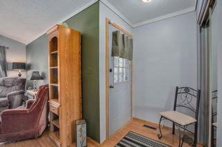 Photo 3: 23 Woodglen Crescent SW in Calgary: Woodbine Detached for sale : MLS®# A1124868