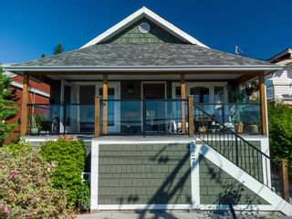 Photo 2: 527 S FLETCHER Road in Gibsons: Gibsons & Area House for sale (Sunshine Coast)  : MLS®# R2596702