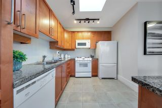 """Photo 6: 704 2655 CRANBERRY Drive in Vancouver: Kitsilano Condo for sale in """"NEW YORKER"""" (Vancouver West)  : MLS®# R2579388"""
