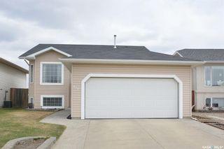 Photo 2: 411 Overholt Crescent in Saskatoon: Arbor Creek Residential for sale : MLS®# SK852557