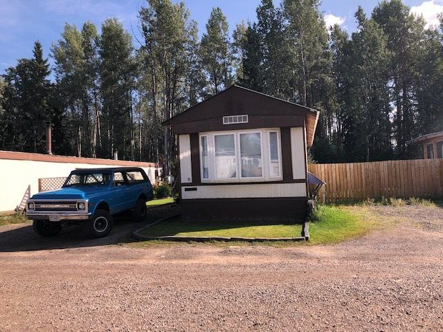 """Main Photo: 75 95 LAIDLAW Road in Smithers: Smithers - Rural Manufactured Home for sale in """"MOUNTAIN VIEW MOBILE HOME PARK"""" (Smithers And Area (Zone 54))  : MLS®# R2399159"""