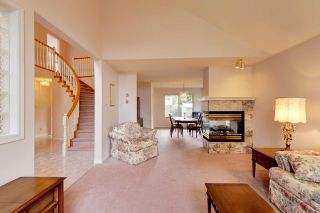 """Photo 5: 6679 LINDEN Avenue in Burnaby: Highgate House for sale in """"Highgate"""" (Burnaby South)  : MLS®# R2167616"""