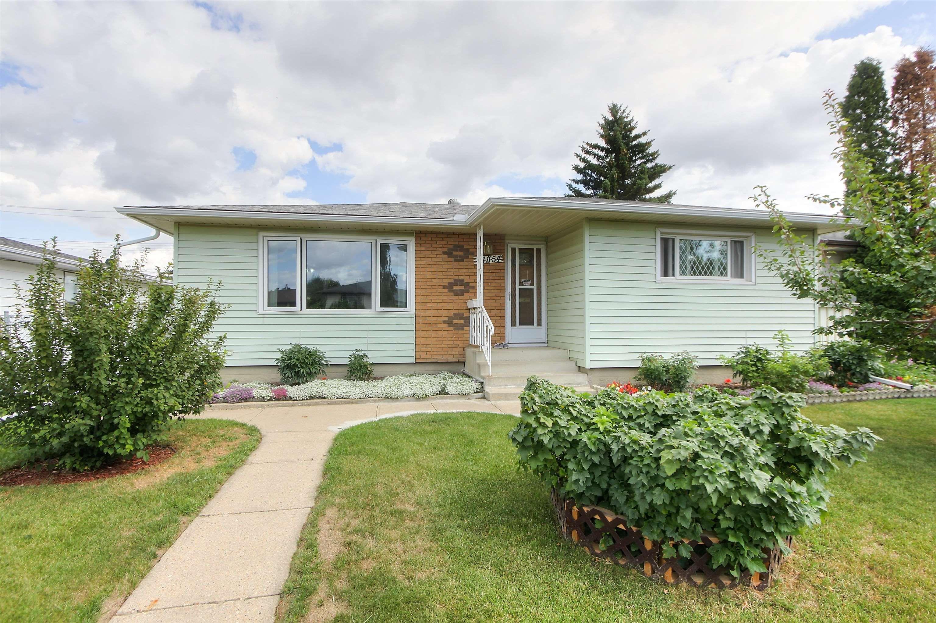 Main Photo: 8411 54 Street in Edmonton: Zone 18 House for sale : MLS®# E4260377