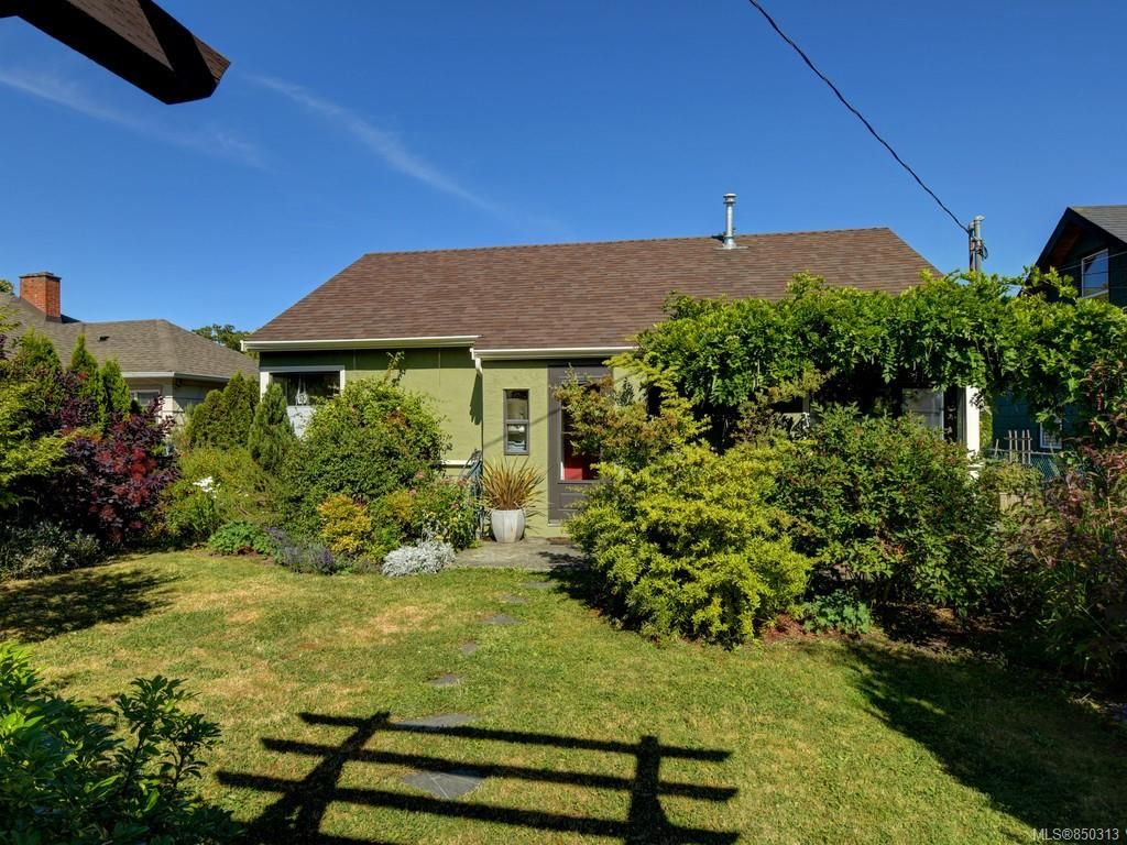 Main Photo: 2727 Scott St in : Vi Oaklands House for sale (Victoria)  : MLS®# 850313