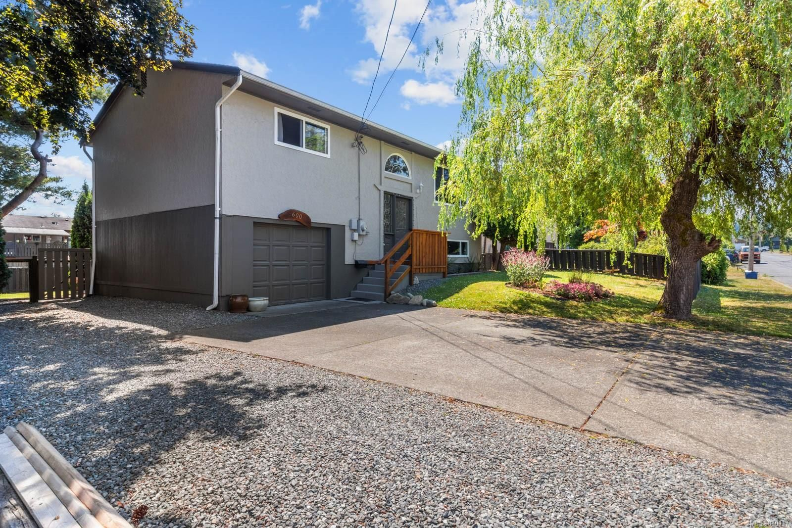 Main Photo: 600 22nd St in : CV Courtenay City House for sale (Comox Valley)  : MLS®# 880117