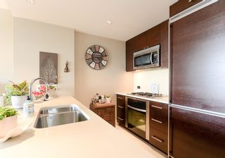 "Photo 7: 707 15152 RUSSELL Avenue: White Rock Condo for sale in ""MIRAMAR VILLAGE"" (South Surrey White Rock)  : MLS®# R2575979"
