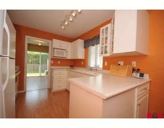 """Photo 2: 207 16233 82ND Avenue in Surrey: Fleetwood Tynehead Townhouse for sale in """"Orchards"""" : MLS®# F2918236"""
