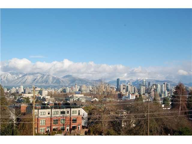 FEATURED LISTING: 301 - 1990 6TH Avenue West Vancouver