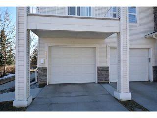 Photo 2: 6639 Pinecliff Grove NE in Calgary: Pineridge House for sale : MLS®# C4107612