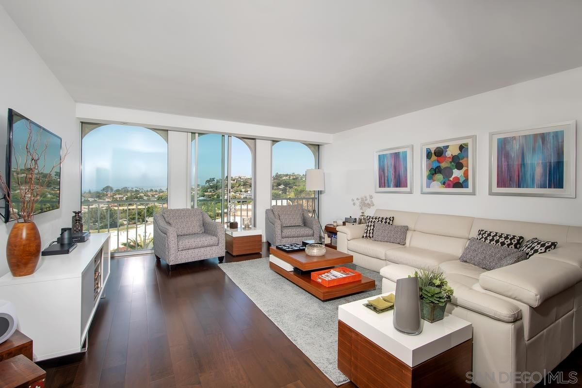 Main Photo: LA JOLLA Condo for sale : 3 bedrooms : 1001 Genter #5D