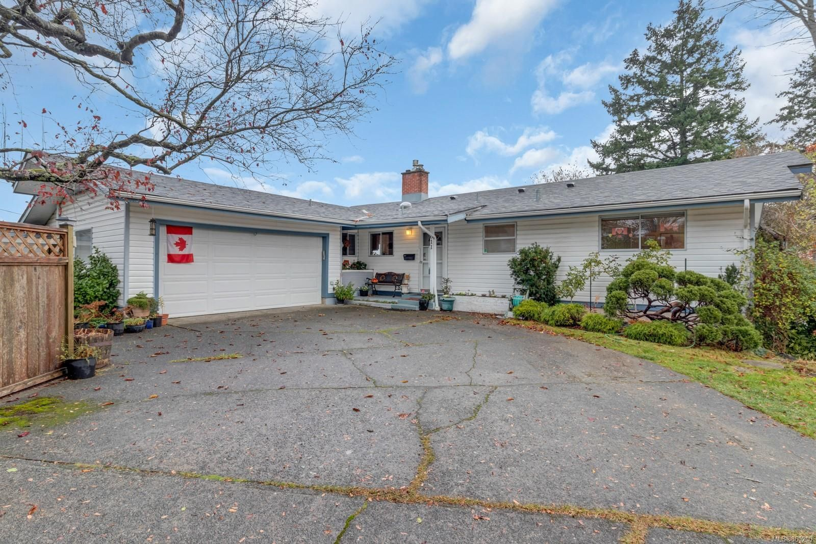 Main Photo: 611 Colwyn St in : CR Campbell River Central Full Duplex for sale (Campbell River)  : MLS®# 860200
