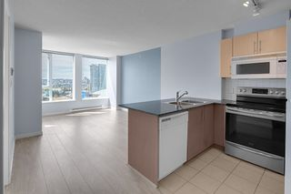 """Photo 2: 2201 550 TAYLOR Street in Vancouver: Downtown VW Condo for sale in """"Taylor"""" (Vancouver West)  : MLS®# R2608847"""