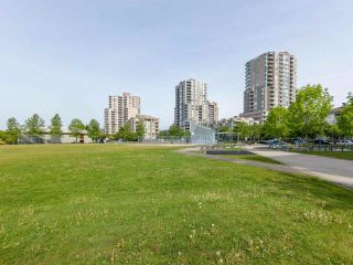 """Photo 18: 1802 5189 GASTON Street in Vancouver: Collingwood VE Condo for sale in """"THE MACGREGOR"""" (Vancouver East)  : MLS®# R2369458"""