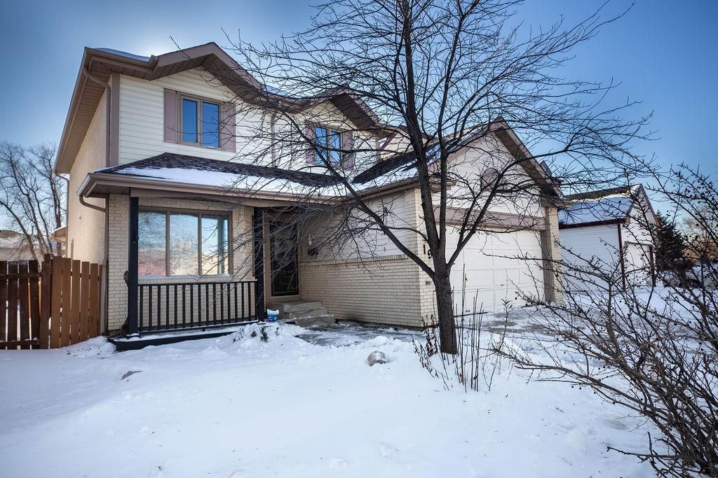 Main Photo: 19 Desjardins Drive in Winnipeg: Island Lakes Residential for sale (2J)  : MLS®# 202102771
