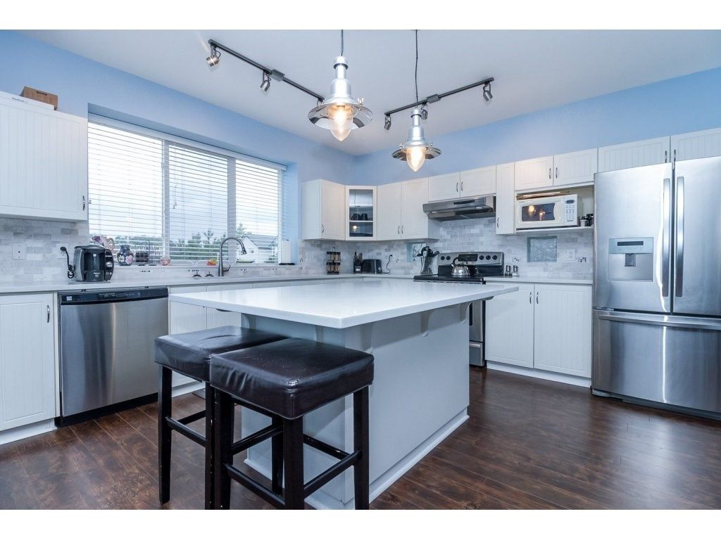 """Photo 9: Photos: 18479 66A Avenue in Surrey: Cloverdale BC House for sale in """"Heartland"""" (Cloverdale)  : MLS®# R2095726"""