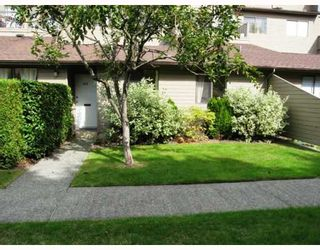 """Photo 1: 103 8180 COLONIAL Drive in Richmond: Boyd Park Townhouse for sale in """"CHERRY TREE PLACE"""" : MLS®# V787697"""