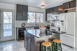 Photo 8: 10011 Warren Road SE in Calgary: Willow Park Detached for sale : MLS®# A1083323